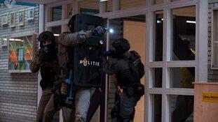 Realistische anti-terrorisme oefening in Amerikaanse school in Wassenaar